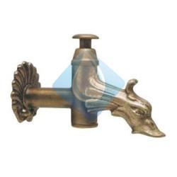 Grifo decorativo para fuente pública pulsador vertical  construido en bronce.